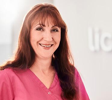 Mitarbeiterin der Zahnarztpraxis Lichtblick in Zirndorf
