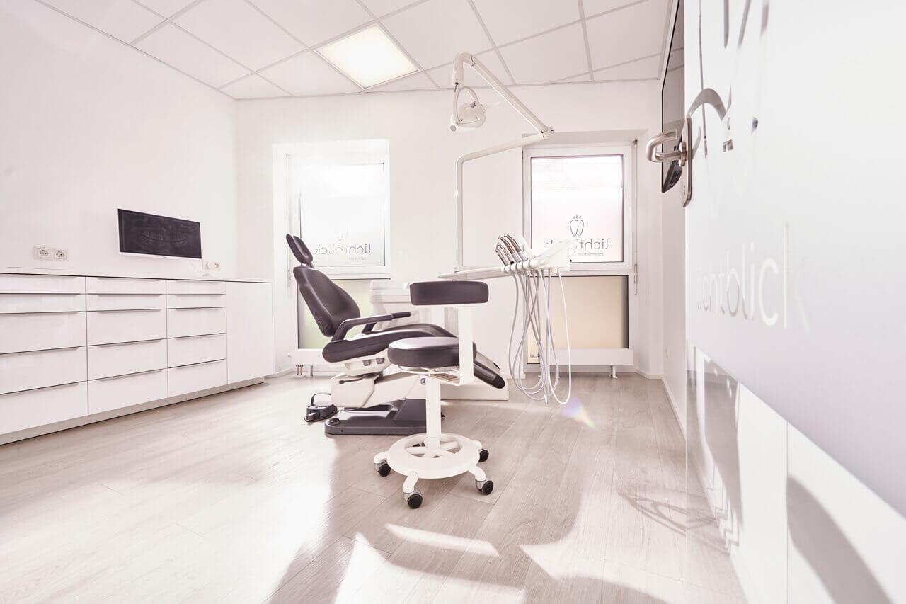 Behandlungsraum der Zahnarztpraxis Lichtblick von Zahnarzt Dr. Andreas Koch in Zirndorf