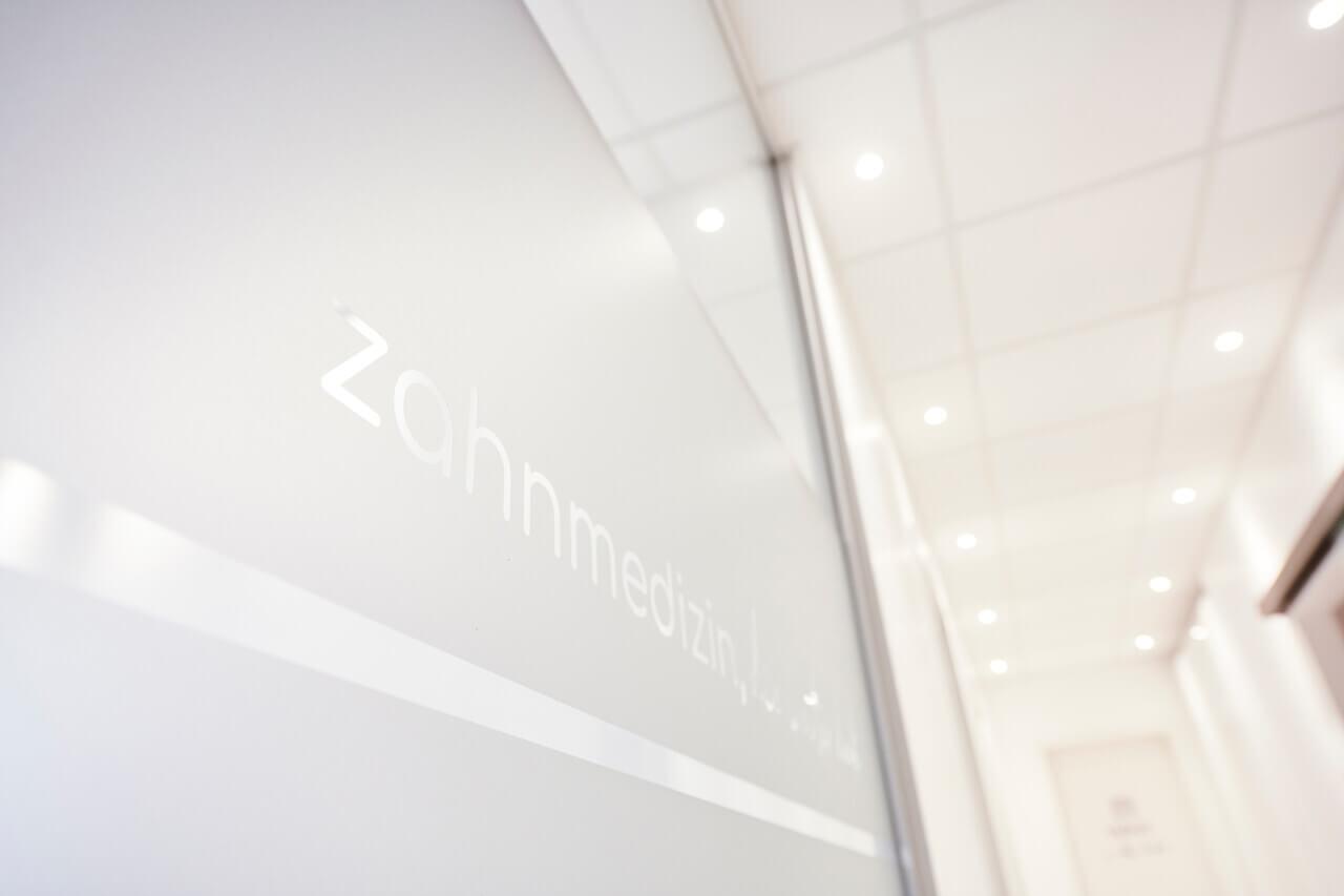 Eingangsbereich der Zahnarztpraxis Lichtblick in Zirndorf
